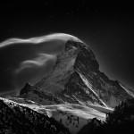 Il Matterhorn (Cervino), 4478 metri, con la luna piena.
